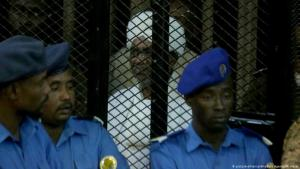 Sudan's former dictator Omar al-Bashir stands trial in Khartoum on 14.12.2019 (photo: picture-alliance/Anadolu Agency)