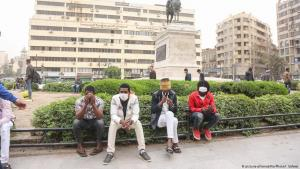 Men wearing face masks against coronavirus in Cairo (photo: picture-alliance/Nur Photo/I. Safwat)