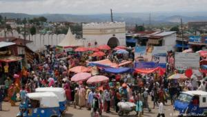 Crowded scene in front of Harar's old town gate (photo: M. Gerth-Niculescu)