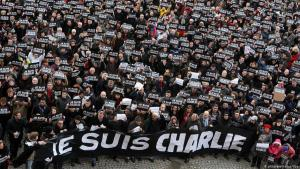 One year after the attack on the Charlie Hebdo office in Paris, thousands of people gathered to mark the attack with a minute's silence (photo: picture-alliance/dpa)