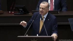 Erdogan addressing the Turkish parliament over French caricatures (photo: AP Photo/picture-alliance)