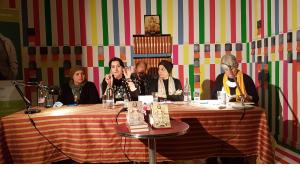 On their reading tour through Germany, Iraqi authors Rola Buraq, Azhar Ali Hussein und Amal Ibrahim (left to right) spoke about their work and current developments in Iraq. Birgit Svensson (right) is the initiator of the Inanna network; in the background translator Günther Orth (photo: Christopher Resch)