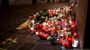 Candles in Vienna mark the terrorist attack on 02.11.2020 (photo: picture-alliance/picturedesk.com/APA/Georg Hochmuth)