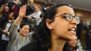 Egyptian left-wing human rights lawyer and activist Mahienour al-Masry (R), who herself was arrested in 2019, during the verdict of Alaa Abdel-Fattah, one of the 25 detained activists of January 25 Revolution in Egypt, at the Cairo Police Academy in Cairo, Egypt, February 2015 (photo: picture-alliance/AA/Mohamed Mahmoud)
