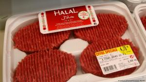 Halal meat photographed in a French supermarket; Thionville, 20.02.2012 (photo: picture-alliance/maxppp/J. PELAEZ)