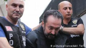 Televangelist Adnan Oktar (C) and other suspects are brought to the Haseki Training and Research Hospital May 29 Additional Service Building in order to send to court in Istanbul, Turkey on July 18, 2018. The number of arrests in connection with a controversial televangelist rose to 179 as police in Turkey searched for those with suspected links to his cult-like organisation (photo: Isa Terli / Anadolu Agency)