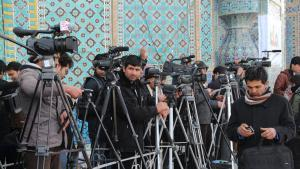 Afghan journalists on the sidelines of the annual Nowruz celebration in front of the Blue Mosque in Mazar-i Sharif (photo: Marian Brehmer)