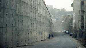 Perimeter wall of Tehran's notorious Evin prison (photo: dpa)