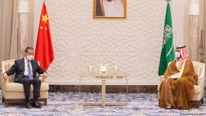 Chinese Foreign Minister Wang Yi (left) and Saudi Arabian Crown Prince Mohammed bin Salman, Riyadh, 24 March 2021 (photo: BANDAR AL-JALOUD/Saudi Royal Palace/AFP)