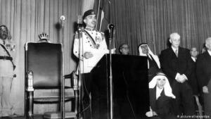 King Hussein of Jordan speaks at the re-opening of Parliament in 1957 (photo: picture-alliance/dpa)