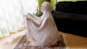 Ramadan under coronavirus in Europe: Instead of praying in a mosque many Muslims are spending the holy month praying at home (photo: Future Image/Iimago images)