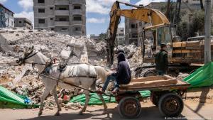 Aftemath of an Israeli airstrike in Gaza (photo: John Minchillo-AP Photo-picture-alliance)