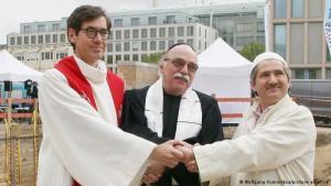 Project initiators Pastor Gregor Hohberg, Rabbi Andreas Nachama and Imam Kadir Sanci (photo: Wolfgang Kumm/dpa/picture-alliance)
