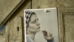 Photo of Razan Zeitouneh tacked to a wooden door (photo: DW)