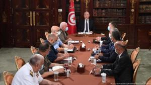 President Kaïs Saïed (at the head of the table to the right of the Tunisian flag) announcing on Sunday that he had dismissed the prime minister and suspended parliament for 30 days (photo: Tunisian Presidency Handout/AA/picture alliance)