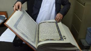 A handmade Koran with silk pages in the Afghan capital Kabul (photo: Getty Images/AFP/W.Kohsta)