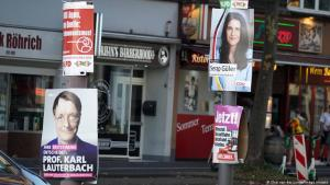 Election posters showing two candidates who are running in the election, Karl Lauterbach of German heritage and Serap Guler, of Turkish ethnicity, in Cologne (photo: Chai van der Laage/imago images)