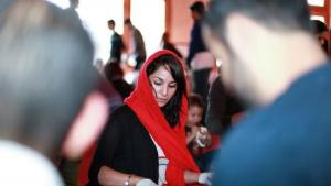 A young Muslim woman making bag lunches for homeless people in San Francisco (photo: Abdel Rahman Bassa)