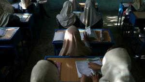 Afghan primary school girls in a classroom in Kabul, 18 September 2021. Secondary schools for girls remain closed (photo: © via Reuters/WANA News Agency)