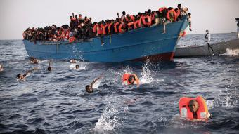 Rescuing refugees from the Mediterranean (photo: picture alliance/AP Photo/E. Morenatti)
