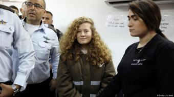 Palestinian teen Ahed Tamimi enters military court at Ofer Prison near Ramallah, 15.01.2018 (photo: Reuters/Ammar Awad)