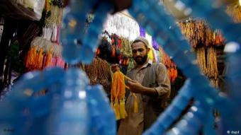 A Pakistani Muslim chooses prayer beads for the holy month of Ramadan, at a shop in Peshawar, Pakistan (photo: Mohammad Sajjad/AP/dapd)