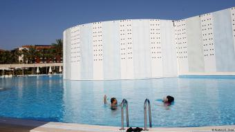 Guests enjoy the pool at Selge Beach Resort and Spa Hotel, a halal friendly holiday resort, in Manavgat near Antalya, Turkey 18 April 2018. (photo: REUTERS/Osman Orsal)