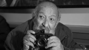 Photography legend Ara Guler during a photo project in Istanbul, Turkey (photo: picture-alliance/AA/I. Terli)