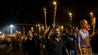 Neo Nazis, Alt-Right and White Supremacists march through the University of Virginia Campus with torches in Charlottesville, USA on 11 August 2017 (photo: picture alliance/dpa/AA/abaca/S. Corum)