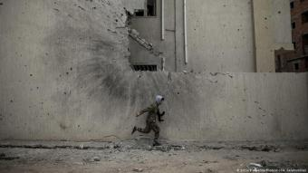 Soldier in Libya (photo: picture-alliance/Photoshot/A. Salahuddian)