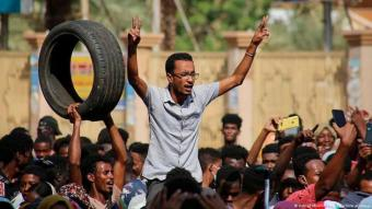 Thousands of pro-democracy supporters protested against the military's actions in the capital Khartoum on 25 October 2021. There had already been an attempted coup in Sudan in September. Since then, political tension in the country has risen dramatically.