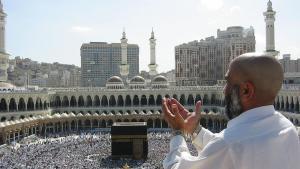 Pilgrim in Mecca; photo: Ali Mansuri/wikipedia