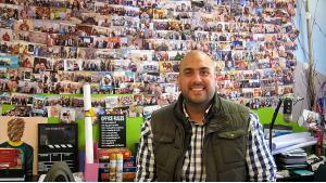 "Entrepreneur Ghassan Halawa in his ""Parachute"" agency (photo: Claudia Mende)"