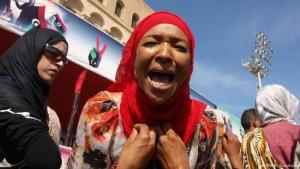 A displaced woman from Tawergha protests in downtown Tripoli, Libya (photo: DW/K. Zurutuza)