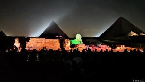 Egypt's pyramids and the Sphinx spectacularly floodlit (photo: DW)