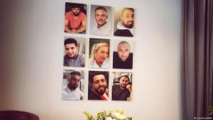 """The """"Initiative 19. Februar"""" displays photos of the nine victims of the Hanau attack on its walls (photo: Lisa Hänsel/DW)"""